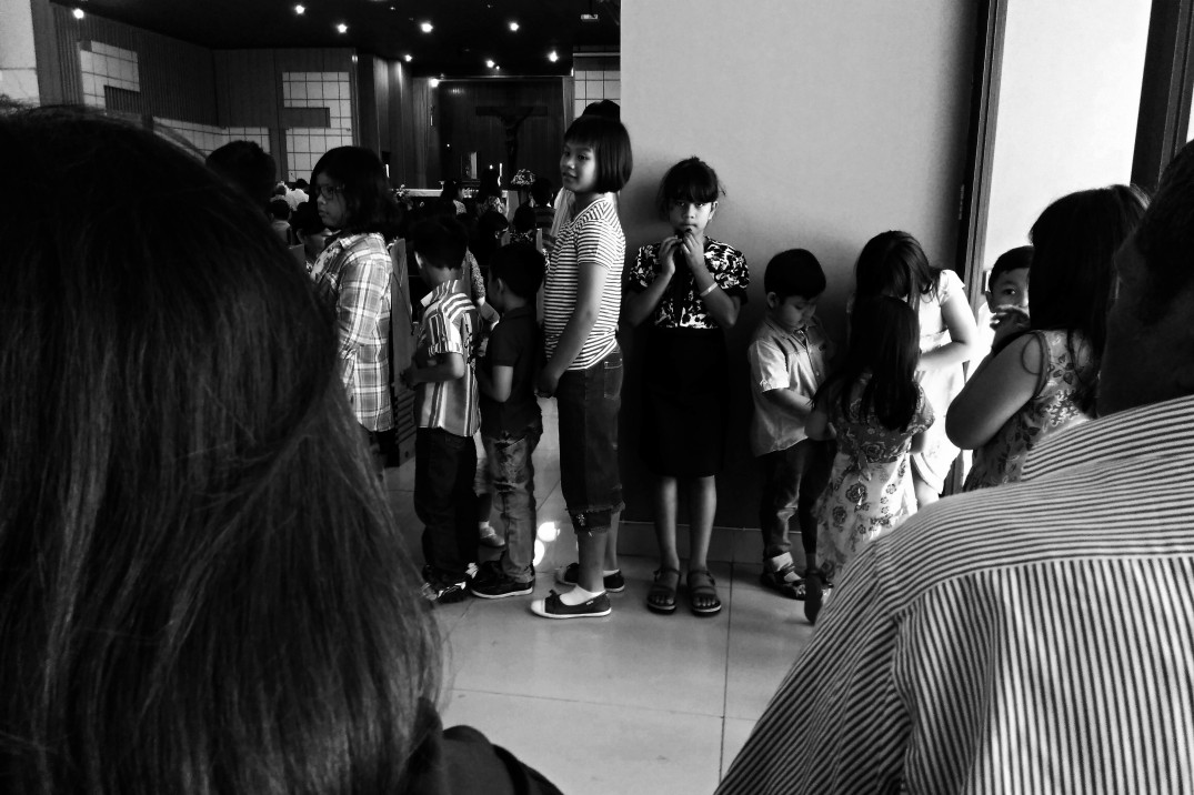 KIDS-WAITING_IN_LINE_FOR_A_BLESS_0001_P_BW.jpg